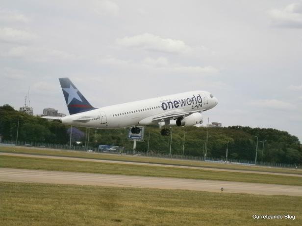 Airbus 320 de Lan despegando