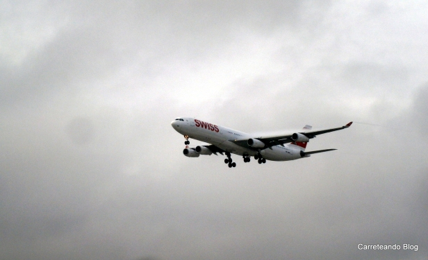 Airbus 340-300 de Swiss aterrizando en GRU