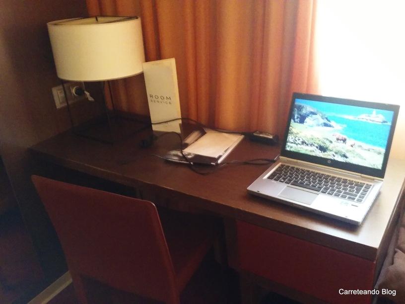 El año pasado estuve 2 noches en Madrid. A la hora del elegir el hotel me terminé inclinando por el Ayre Gran Hotel Colón.